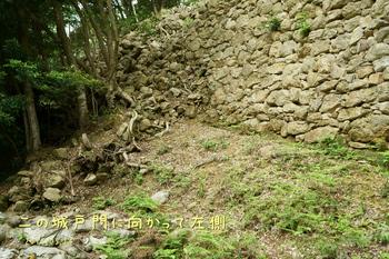 DSC06131二の城戸城門に向かって左.JPG
